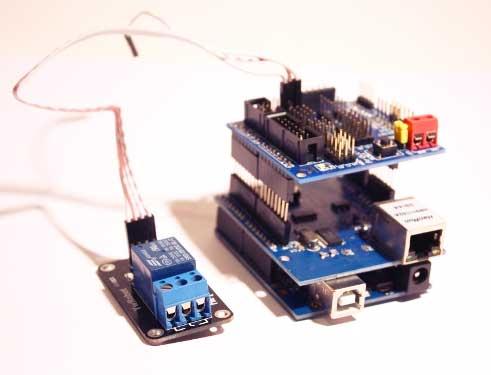 Como activar un rel� por Internet con Arduino