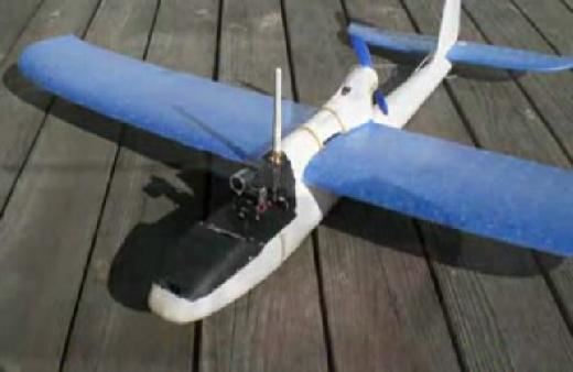 Avión RC con giroscopio y camara integrada