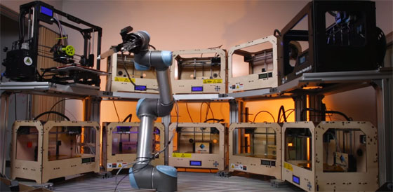 Un brazo robot para automatizar granjas de impresoras 3D