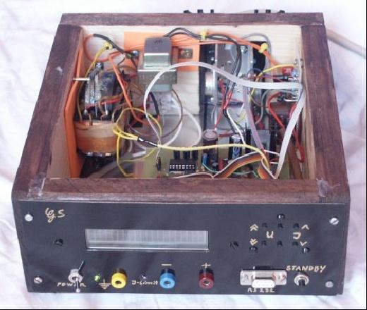 Fuente de alimentaci�n controlada por microcontrolador