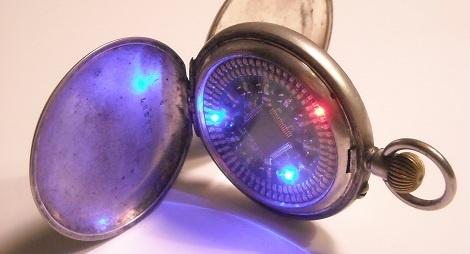 Reloj de bolsillo con diodos LED