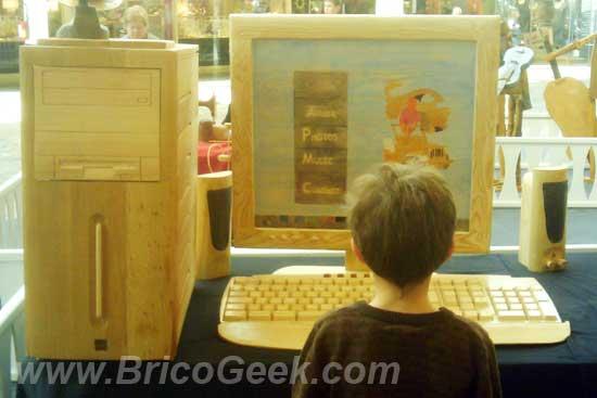 Réplica de PC hecho totalmente con madera