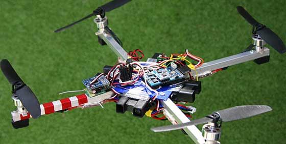 Jugando al tenis con un Quadcopter