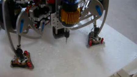 (Video) Robot Hexapod utilizado como router CNC