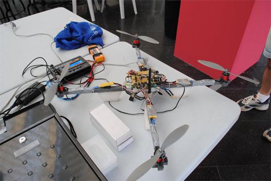 Quadcopter controlado con una Fonera y HTML5