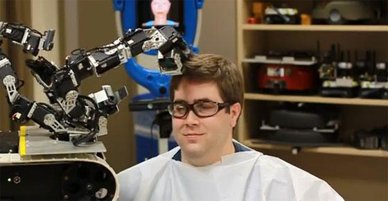 MAUGV: EL robot peluquero (o casi)