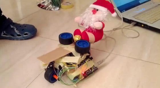 Navidad Geek 2012: Tanque Papa Noel lanza bombones