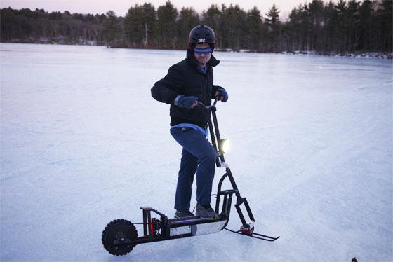 Probando un scooter eléctrico casero sobre la Tundra