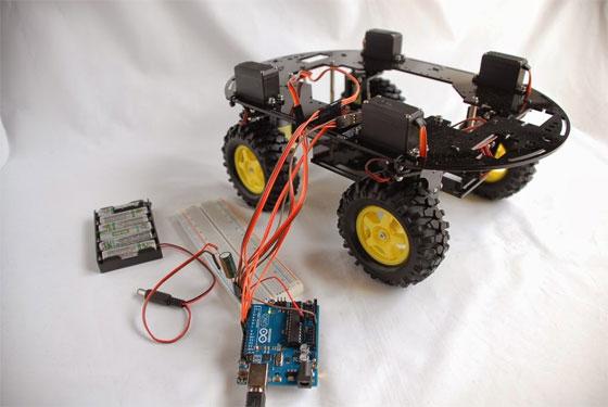 Robot Andromina con ruedas direccionales