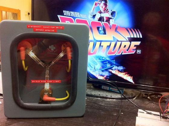 Cómo hacer un condensador de fluzo de Regreso al futuro