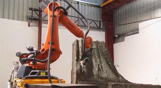 Robot KUKA ayudando a crear esculturas