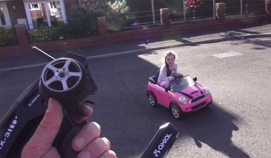 Coche para niños modificado con un potente motor brushless