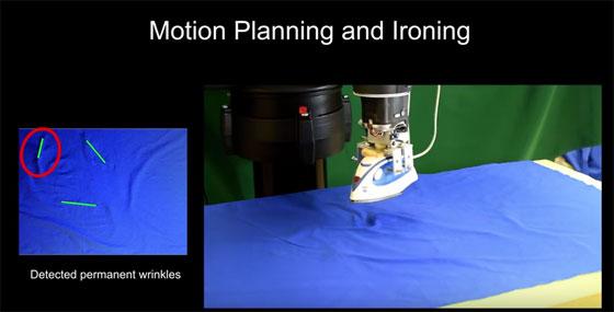 Un robot que plancha la ropa