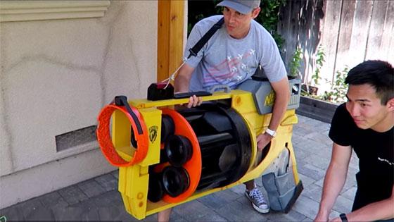 Pistola lanza dardos gigante de aire comprimido