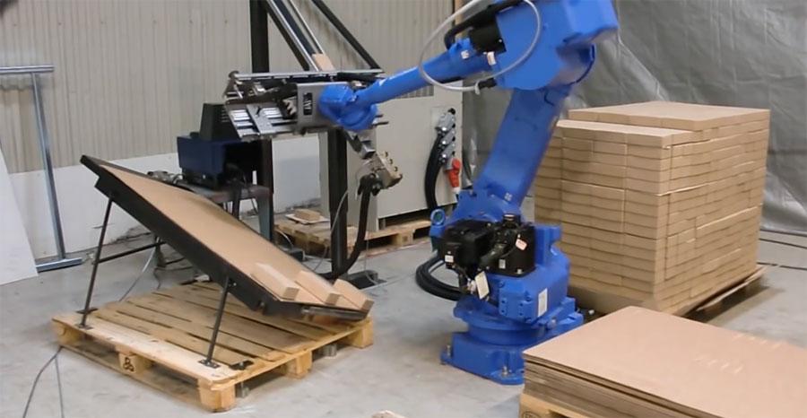 Brazos robot jugando a ser carpinteros