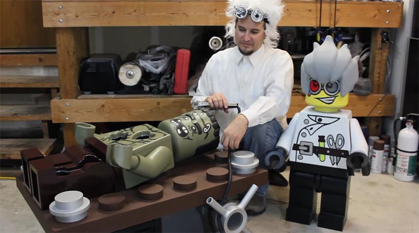 Muñeco de LEGO gigante para Halloween