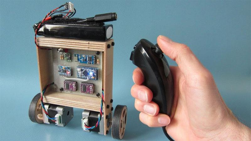 YABR: Un robot balancín hecho con Arduino