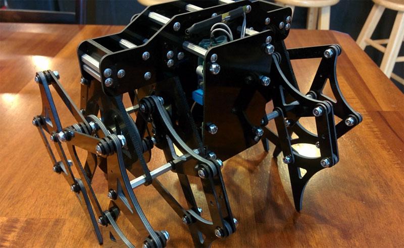Robot con patas basado en el diseño de Theo Jansen