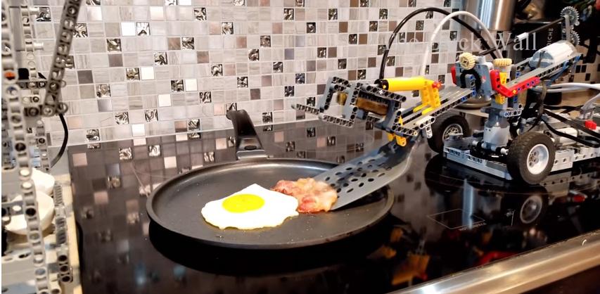 Un robot que cocina por tí hecho con LEGO