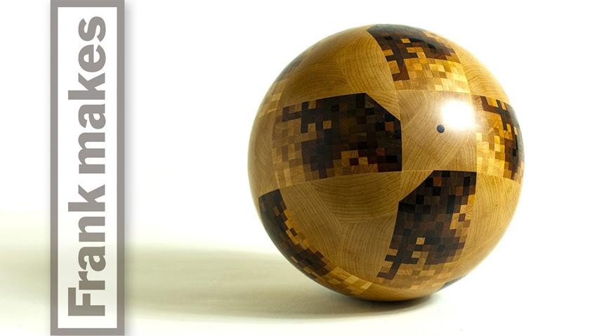 Réplica del balón oficial del Mundial de Fútbol 2018 en madera