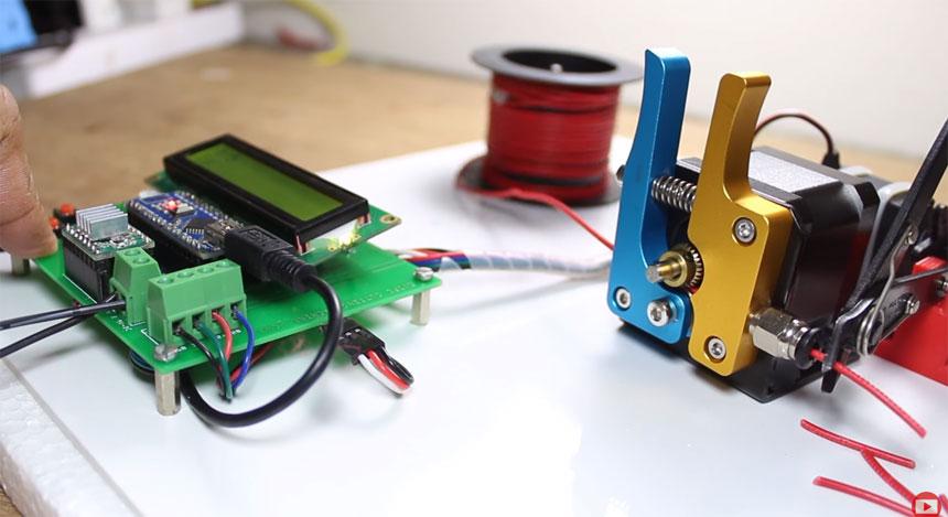Cómo hacer un cortador de cables automático con Arduino usando un extrusor