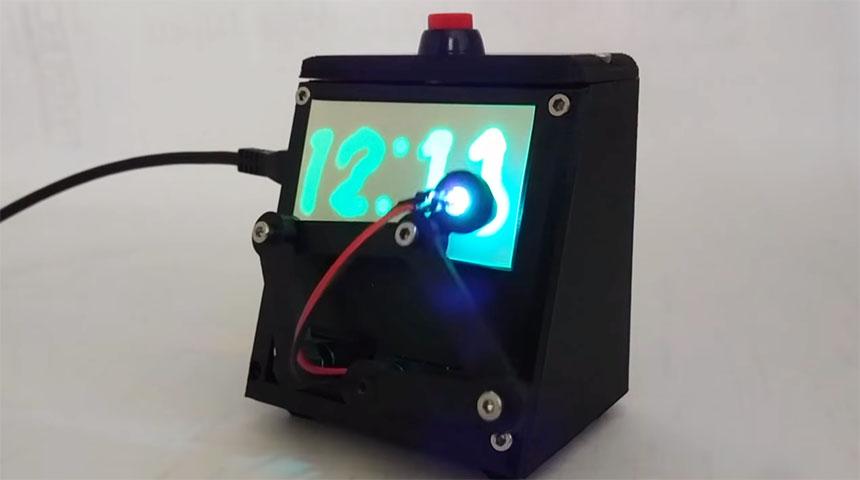 Glow-In-The-Dark: Un reloj semi-mecánico que brilla en la oscuridad