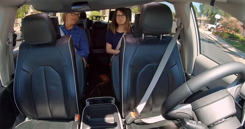 El coche de Waymo conduce solo y así es cómo es la experiencia