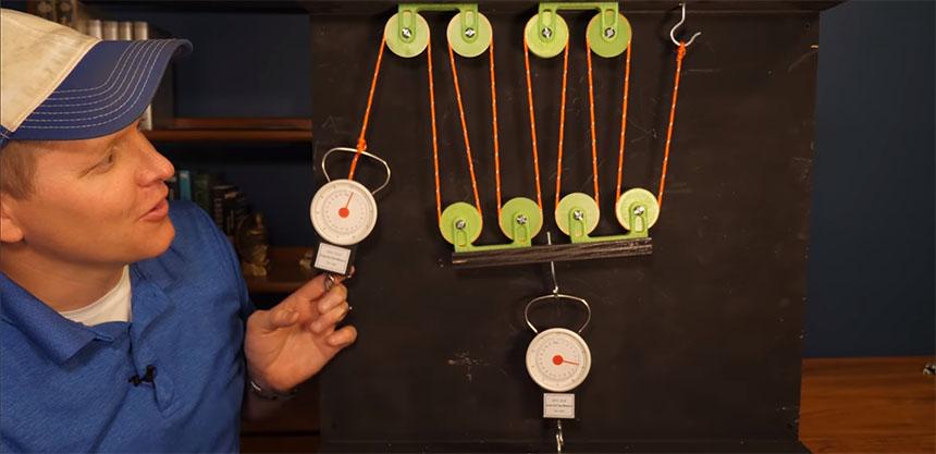 Cómo funciona físicamente una polea y por qué multiplica la fuerza