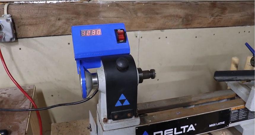 Cómo construir un tacómetro digital casero para un torno con Arduino