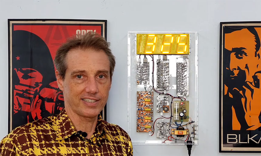 Un reloj de pared hecho solamente con transistores