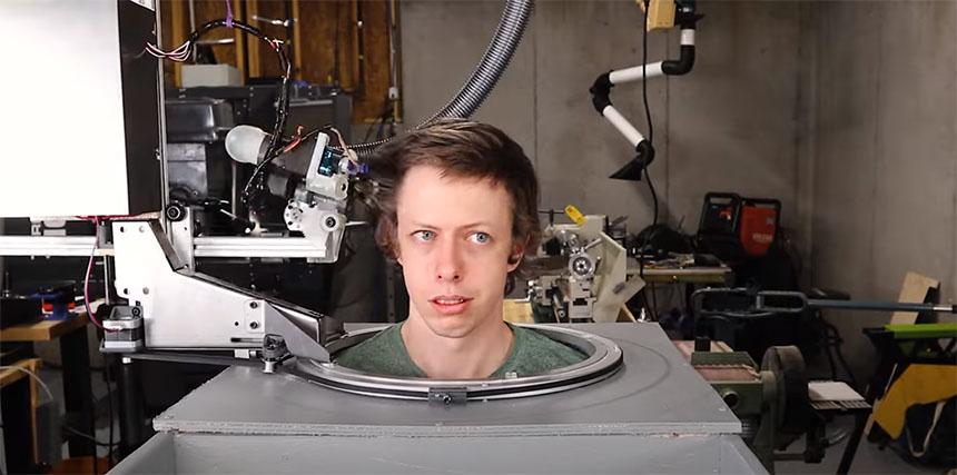 Éste robot peluquero es capaz de cortarte el pelo... o casi
