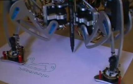 (Video) Robot araña hexápodo escribiendo con un lapiz