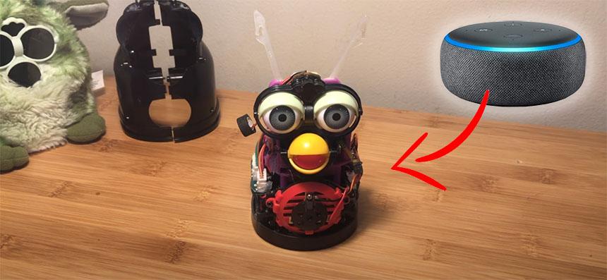 Robot Furby convertido en Amazon Alexa