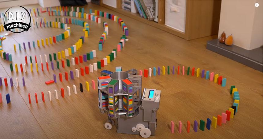 Máquina para colocar piezas de dominó automáticamente