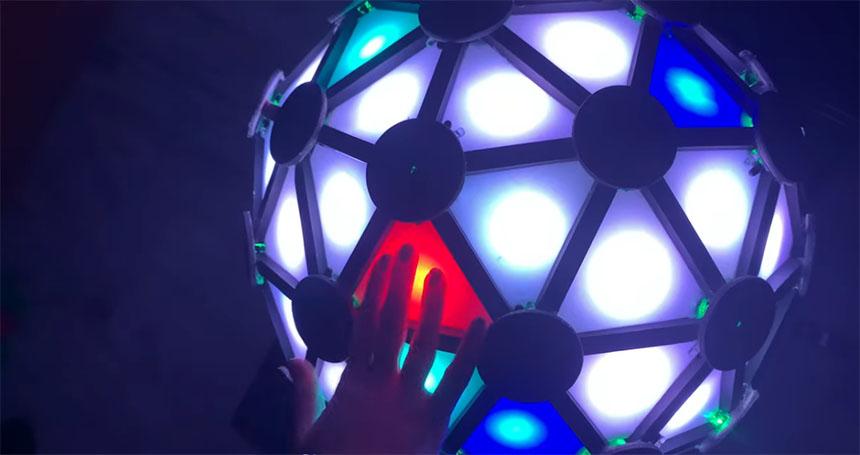 Juego Simon en forma de esfera controlado con Arduino