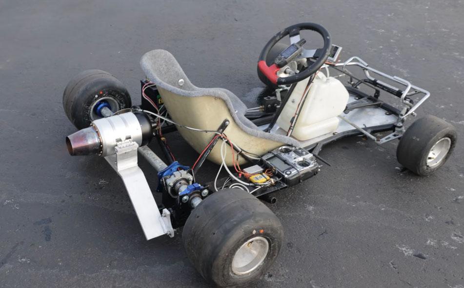 Go Kart modificado propulsado por una turbina
