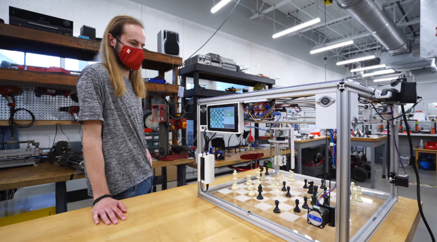Diseñando un robot mecánico completo para jugar al Ajedrez