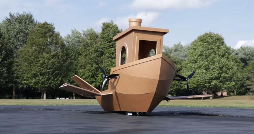 Un 3DBenchy convertido en avión RC