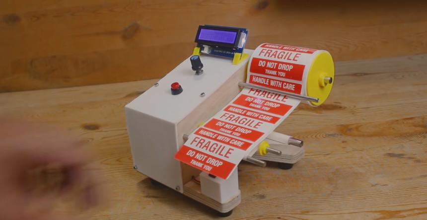 Máquina dispensadora de etiquetas con Arduino