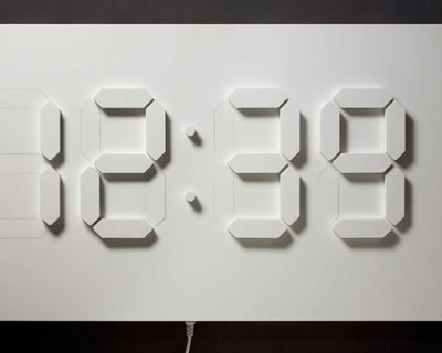 (Video) D/A clock: Reloj de pared con servos