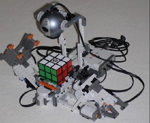 (Video) Utopy LEGO NXT: Resuelve un cubo de rubik solito
