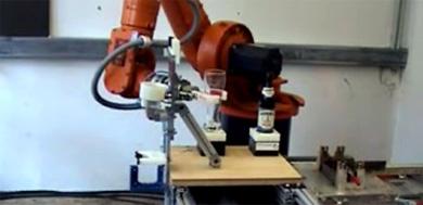 (Video) El robot que sirve cervezas