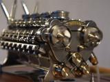 Patelo contruye un motor W-32 en miniatura