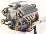 Mini motor V10 de 125cc hecho a mano