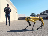 Adam Savage continua aprendiendo con su robot Spot de Boston Dynamics